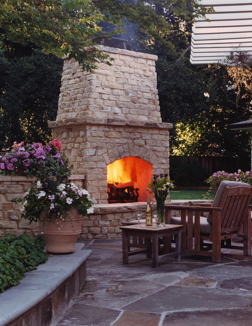 Just imagine spending your evenings in front of this fireplace…